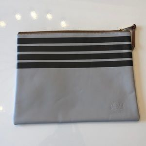 Hershel Leather Pouch